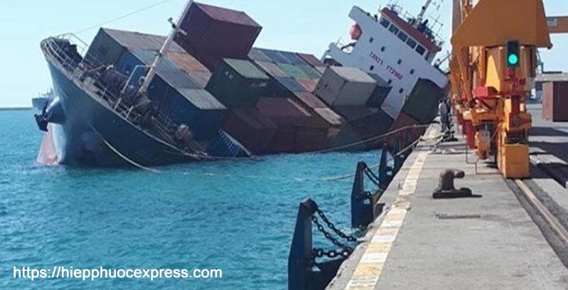 Do quãng đường vận chuyển khá lớn, phải trải qua nhiều giai đoạn kiểm tra nghiêm ngặt nên những món hàng gửi đi nước ngoài có thể gặp nhiều rủi ro như đến muộn, hư hỏng, thậm chí thất lạc, mất mát,…